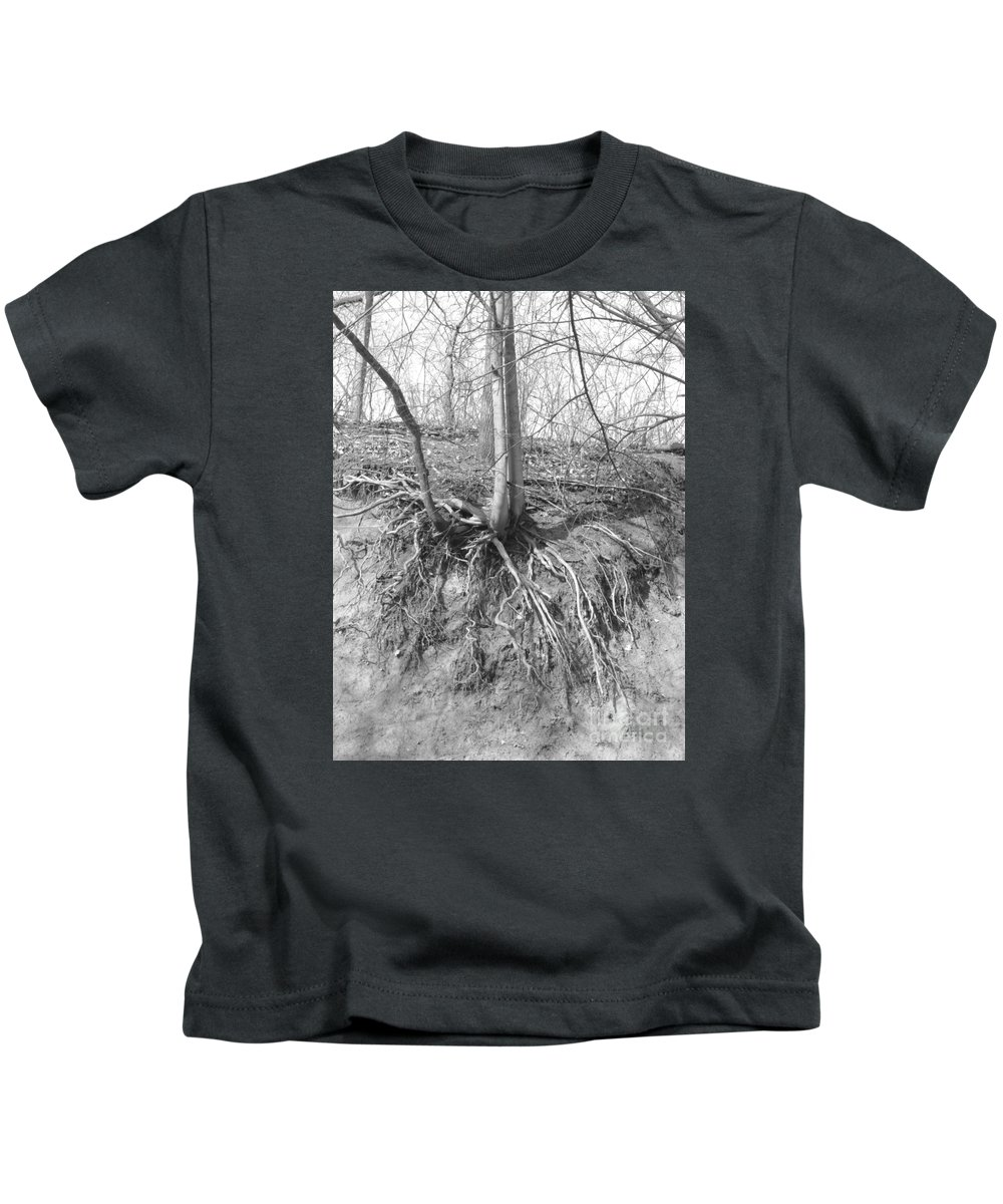 Erosion Kids T-Shirt featuring the photograph A Tree In Shiawassee Park, Living On The Edge by Sandra Church