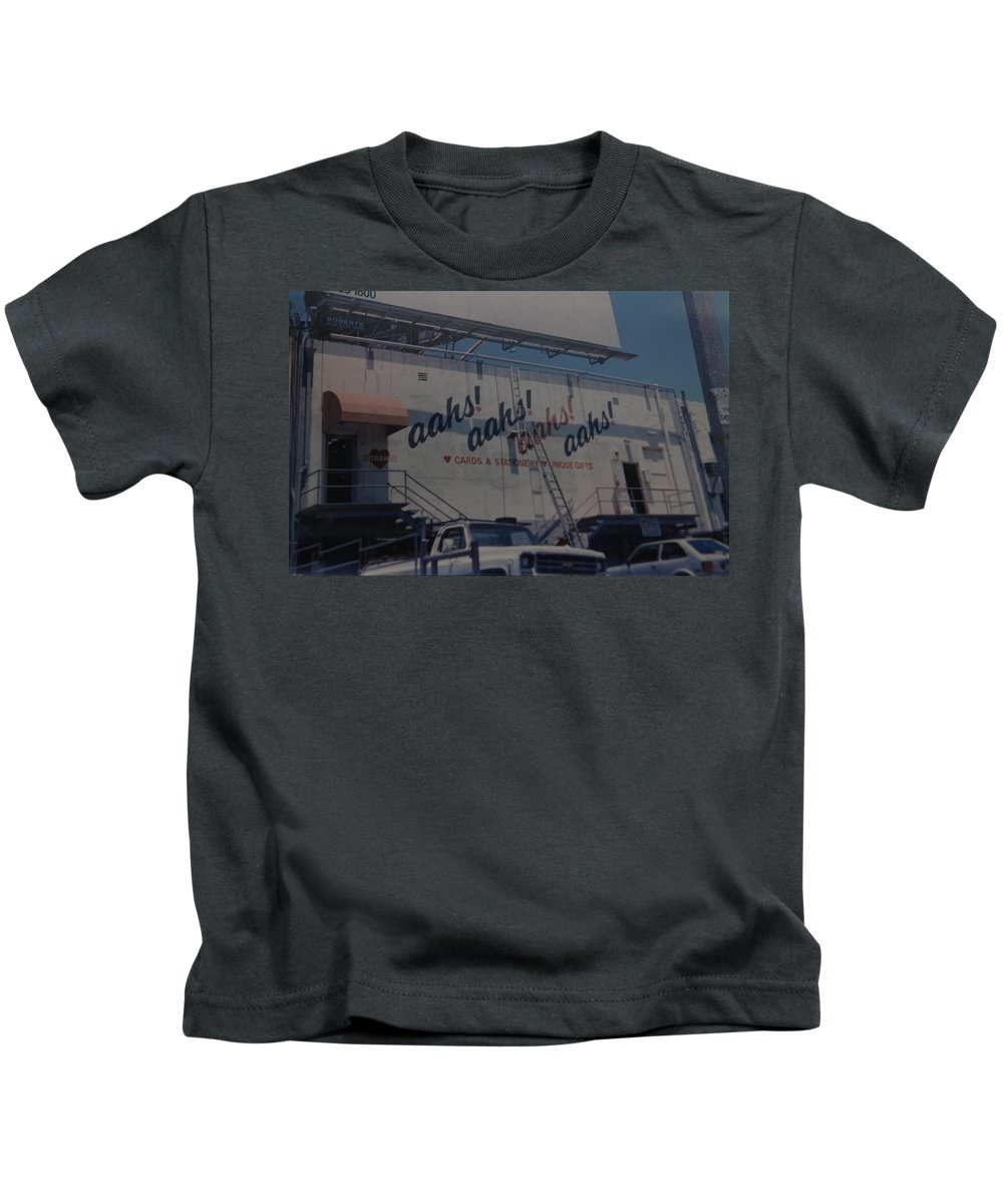 Architecture Kids T-Shirt featuring the photograph Aahs by Rob Hans