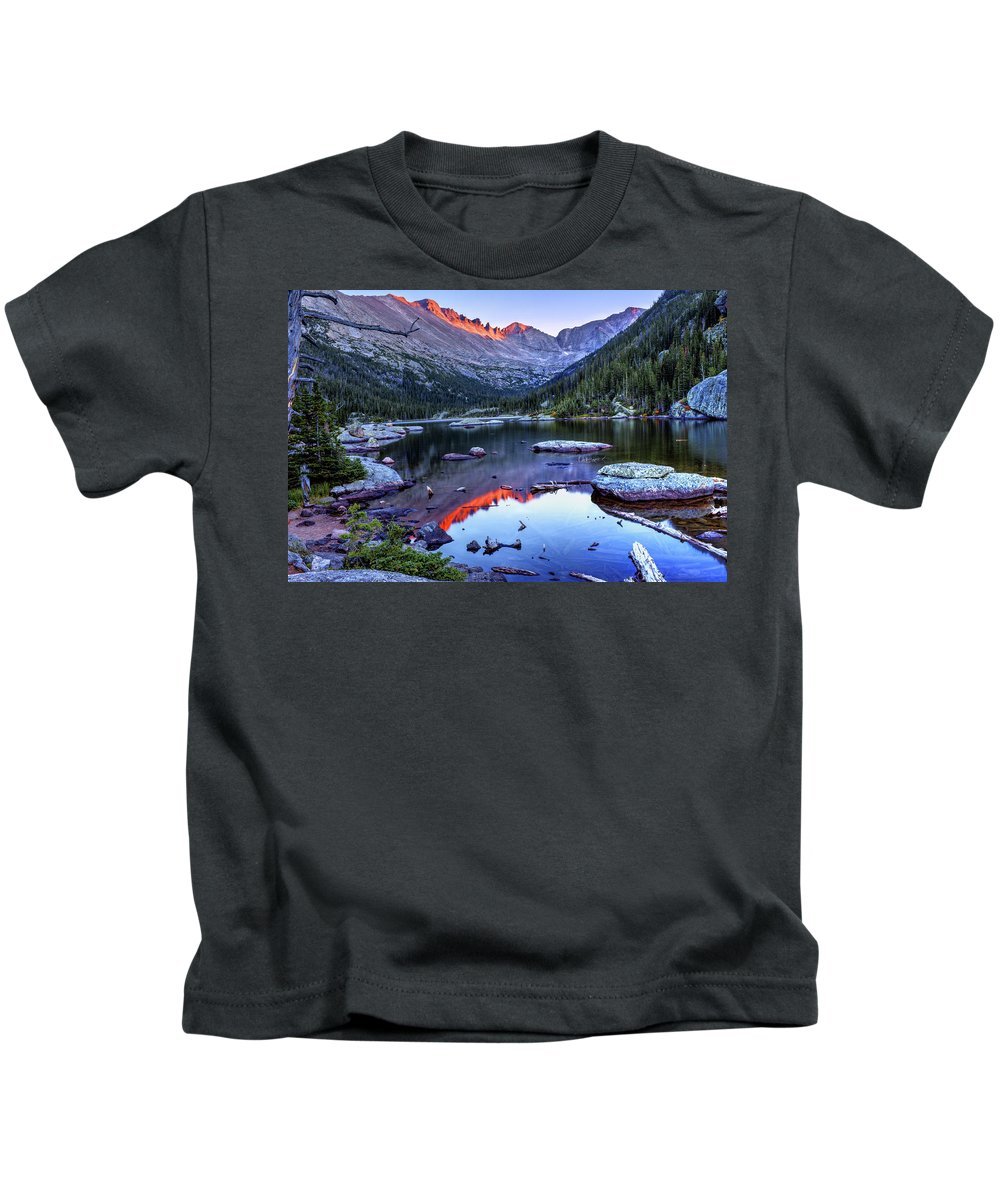 Longs Peak Kids T-Shirt featuring the photograph Alpenglow by Lesley Prentice