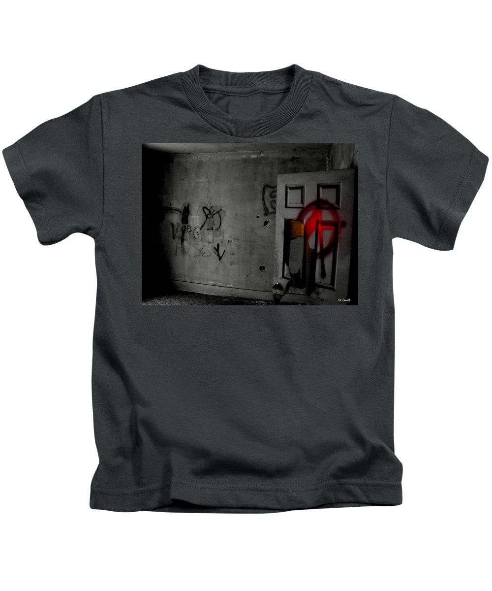 American Graffiti 6 Kids T-Shirt featuring the photograph American Graffiti 6 - Virgin Sacrifice by Edward Smith