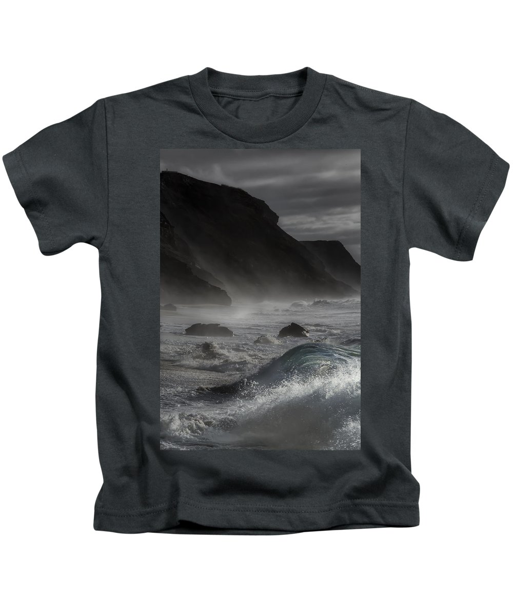 At The Sight Of The Wave Kids T-Shirt featuring the photograph At The Sight Of The Wave by Edgar Laureano