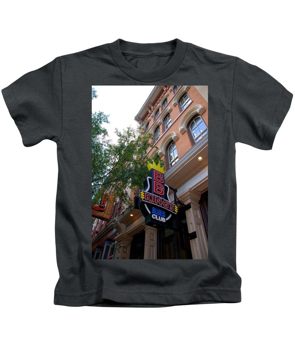 Bb King Kids T-Shirt featuring the photograph Bb King Bar Nashville by Susanne Van Hulst