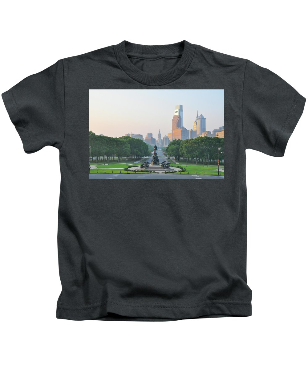 Benjamin Kids T-Shirt featuring the photograph Benjamin Franklin Parkway - Philly by Bill Cannon