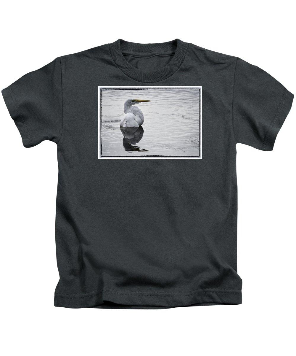 Green Cay Kids T-Shirt featuring the photograph Bird Bath 4619 by Bob Neiman