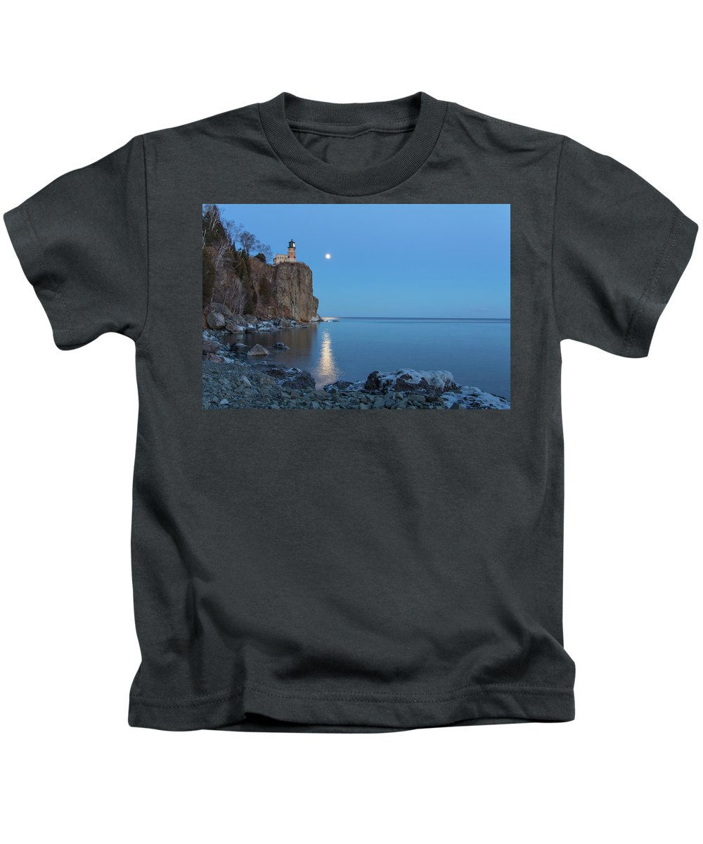 Split Rock Lighthouse Kids T-Shirt featuring the photograph Blue Moonrise At Split Rock Lighthouse by Nancy Dunivin