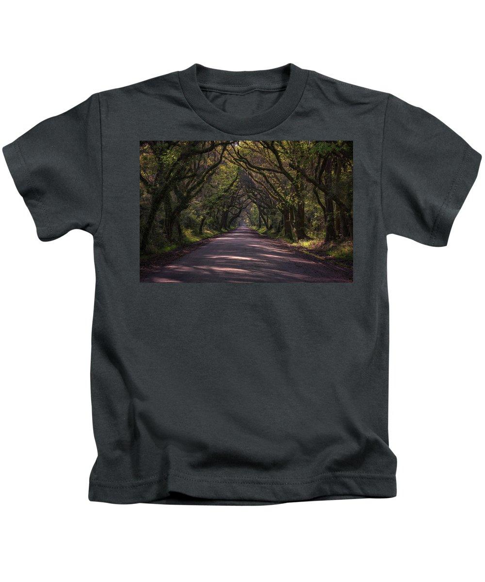 Botany Bay Plantation Kids T-Shirt featuring the photograph Botany Bay Road by Rick Berk