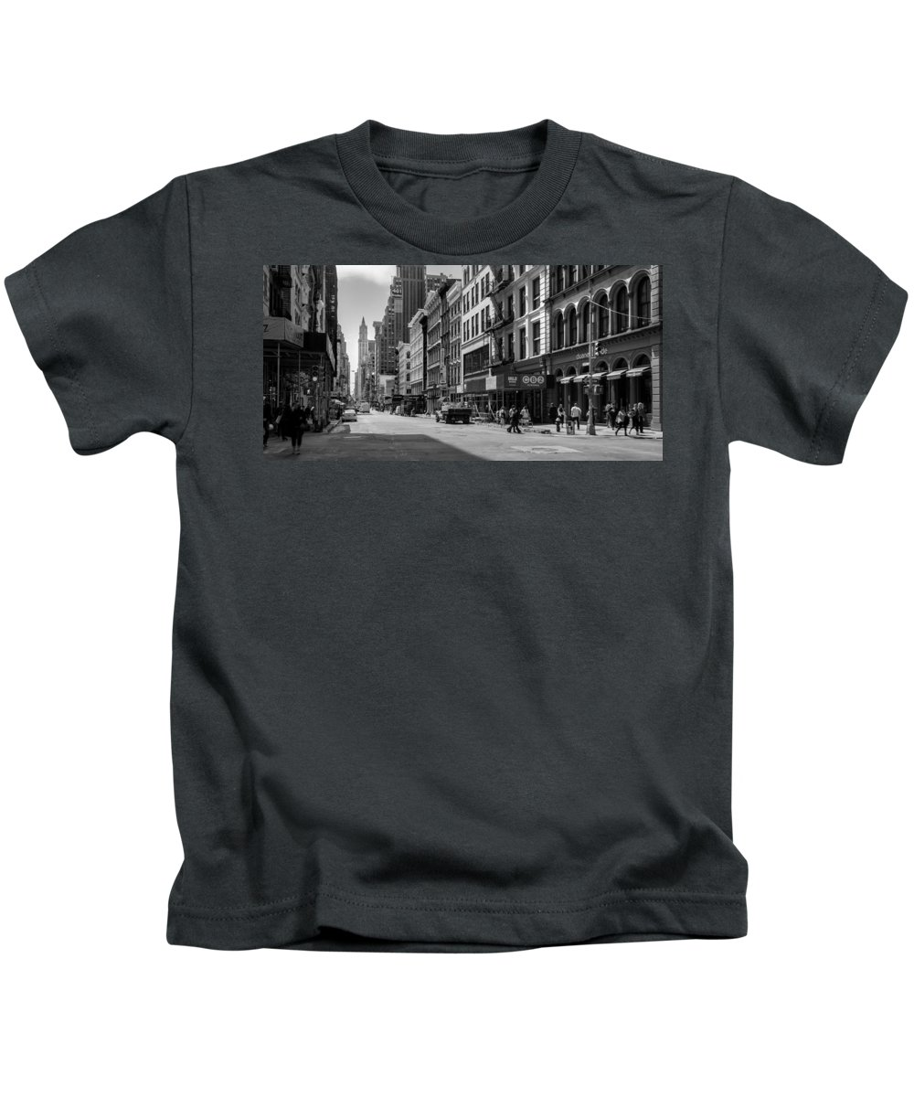Avenue Kids T-Shirt featuring the photograph Broadway, New York In Black And White by Ruurd Dankloff