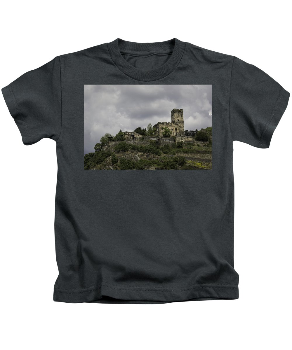 Teresa A Mucha Kids T-Shirt featuring the photograph Burg Gutenfels 03 by Teresa Mucha