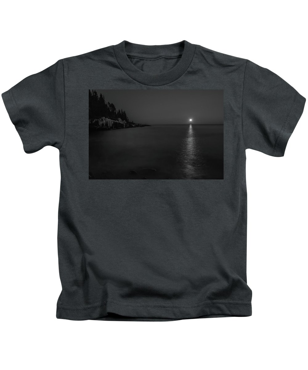 Black And White Kids T-Shirt featuring the photograph Bw Moonrise by Shane Mossman