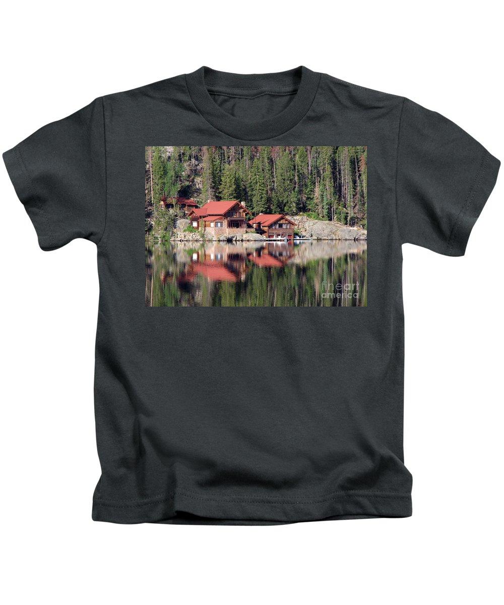 Cabin Kids T-Shirt featuring the photograph Cabin by Amanda Barcon