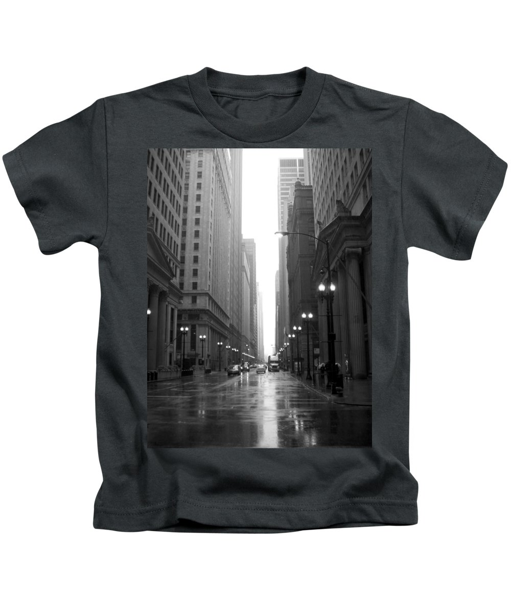 Chicago Kids T-Shirt featuring the photograph Chicago In The Rain 2 B-w by Anita Burgermeister