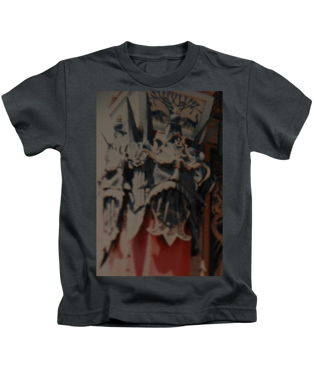 Grumanns Chinese Theater Kids T-Shirt featuring the photograph Chinese Masks by Rob Hans