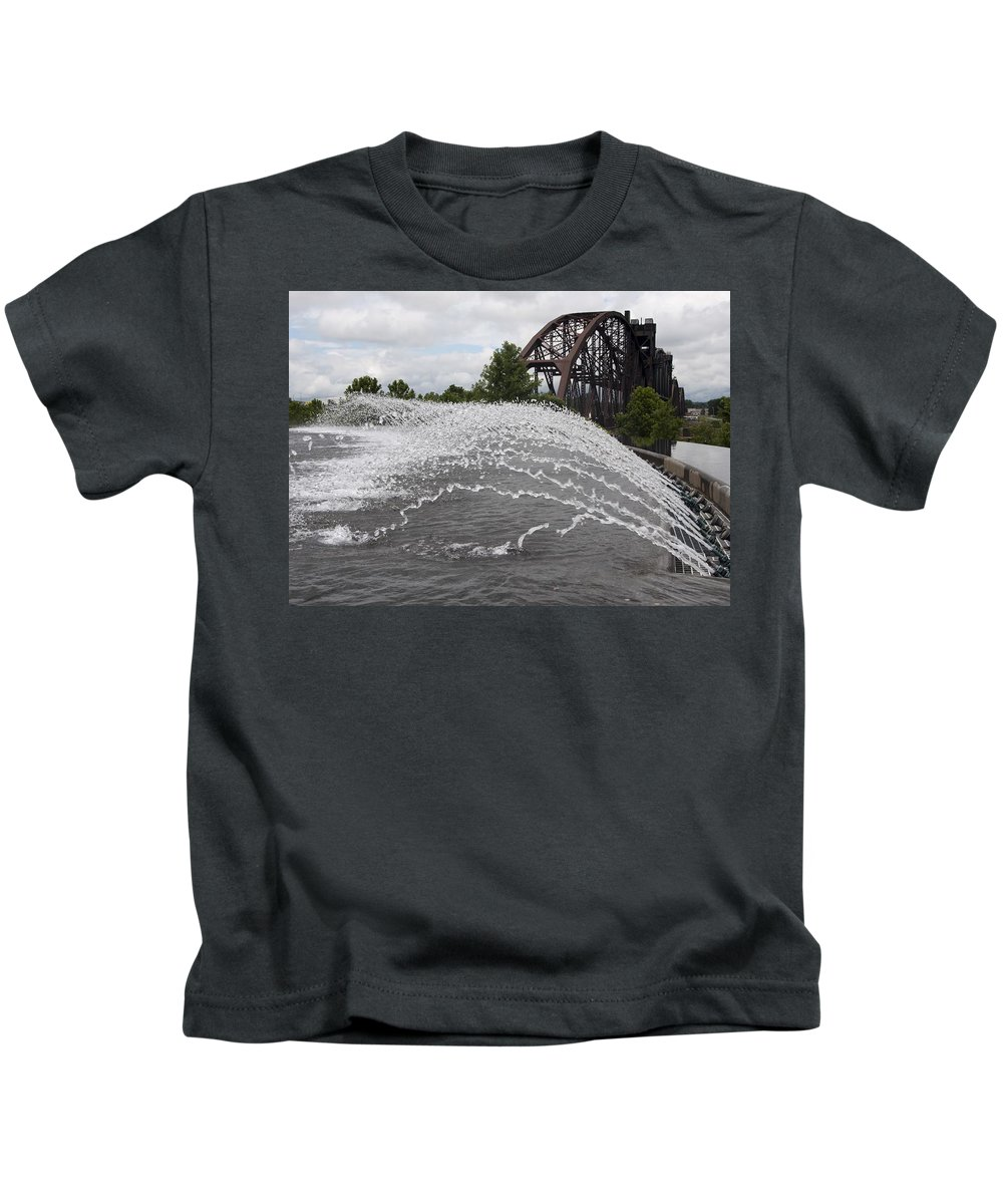 Little Rock Kids T-Shirt featuring the photograph Clinton Museum Fountain by Steven Natanson