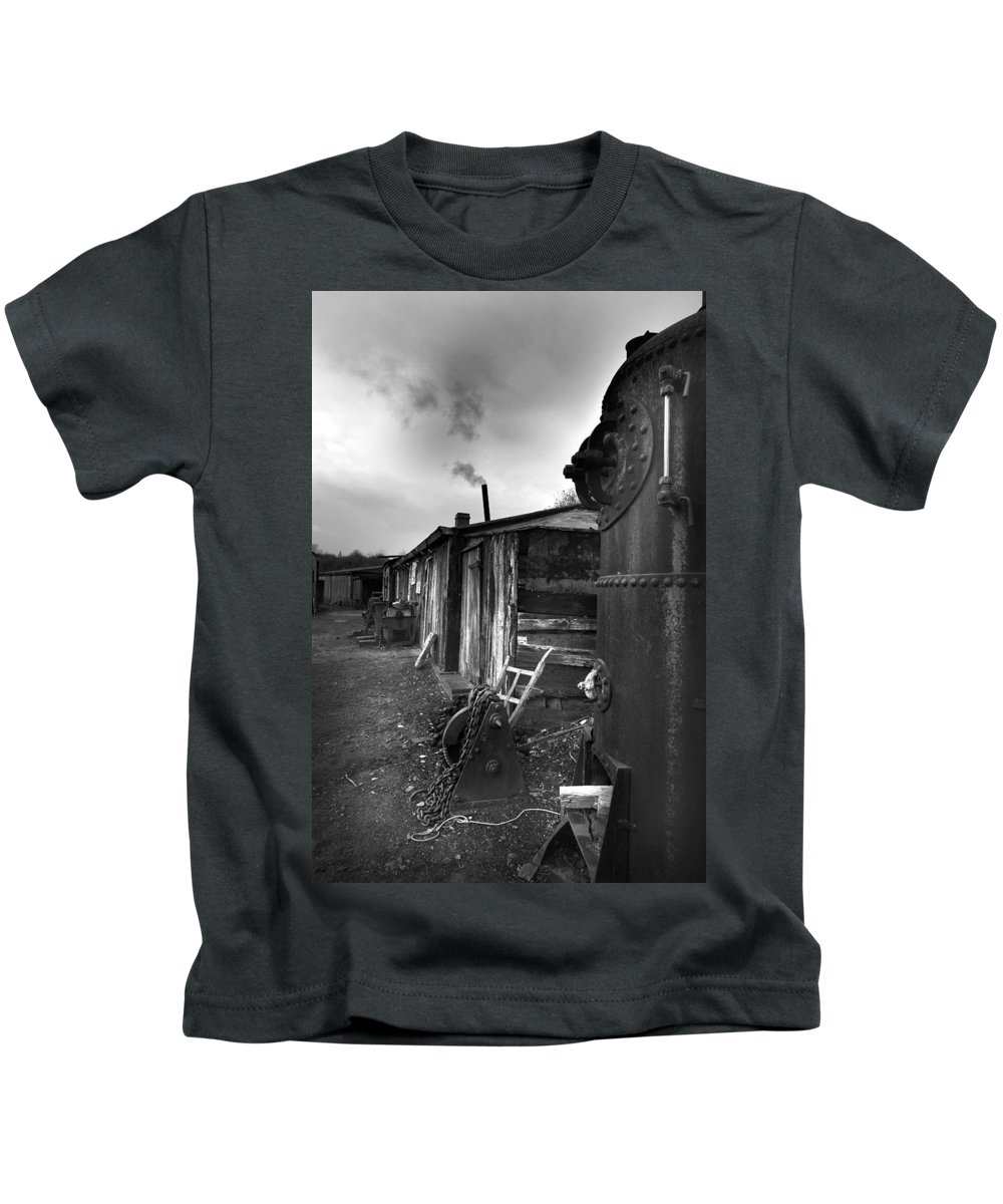 Shack Kids T-Shirt featuring the photograph Cool Shack by Bob Kemp