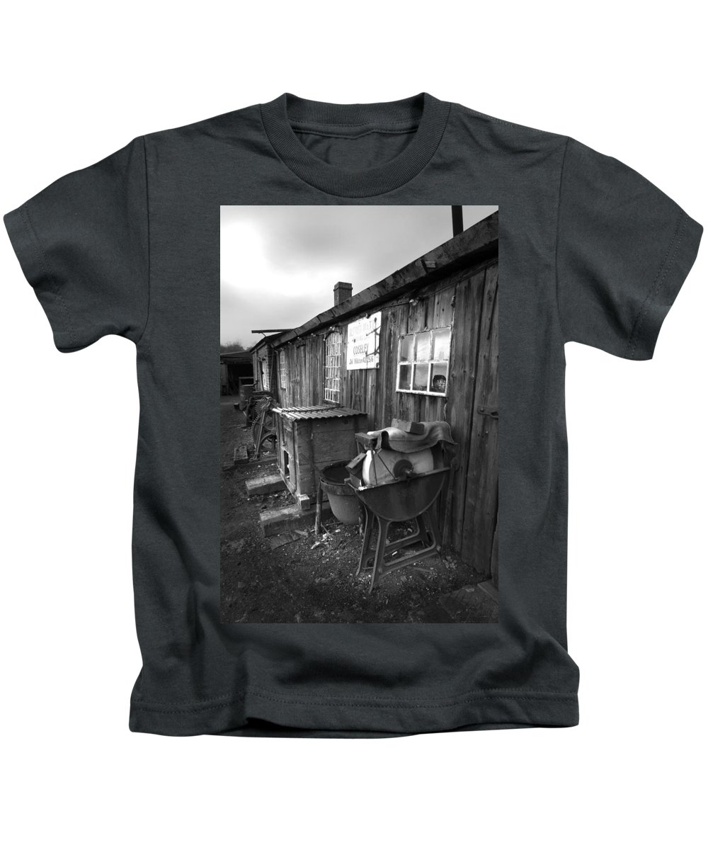 Shack Kids T-Shirt featuring the photograph Cool Shack Too by Bob Kemp