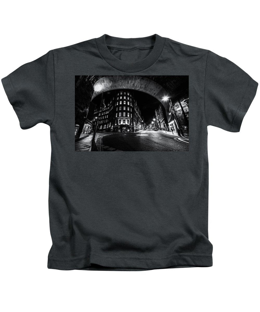 Dean Kids T-Shirt featuring the photograph Dean Street And The Side Fn0058 by David Pringle