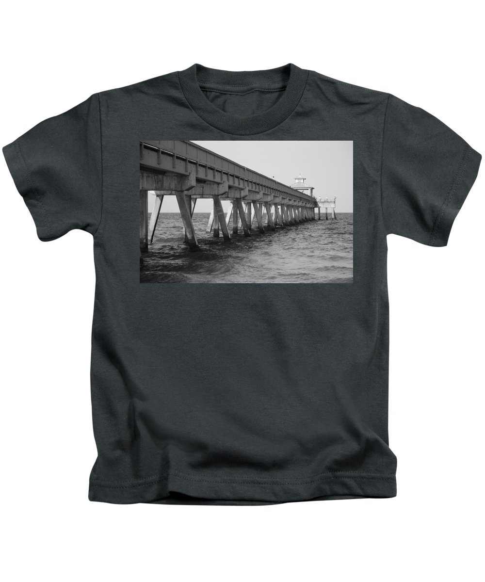 Architecture Kids T-Shirt featuring the photograph Deerfield Beach Pier by Rob Hans