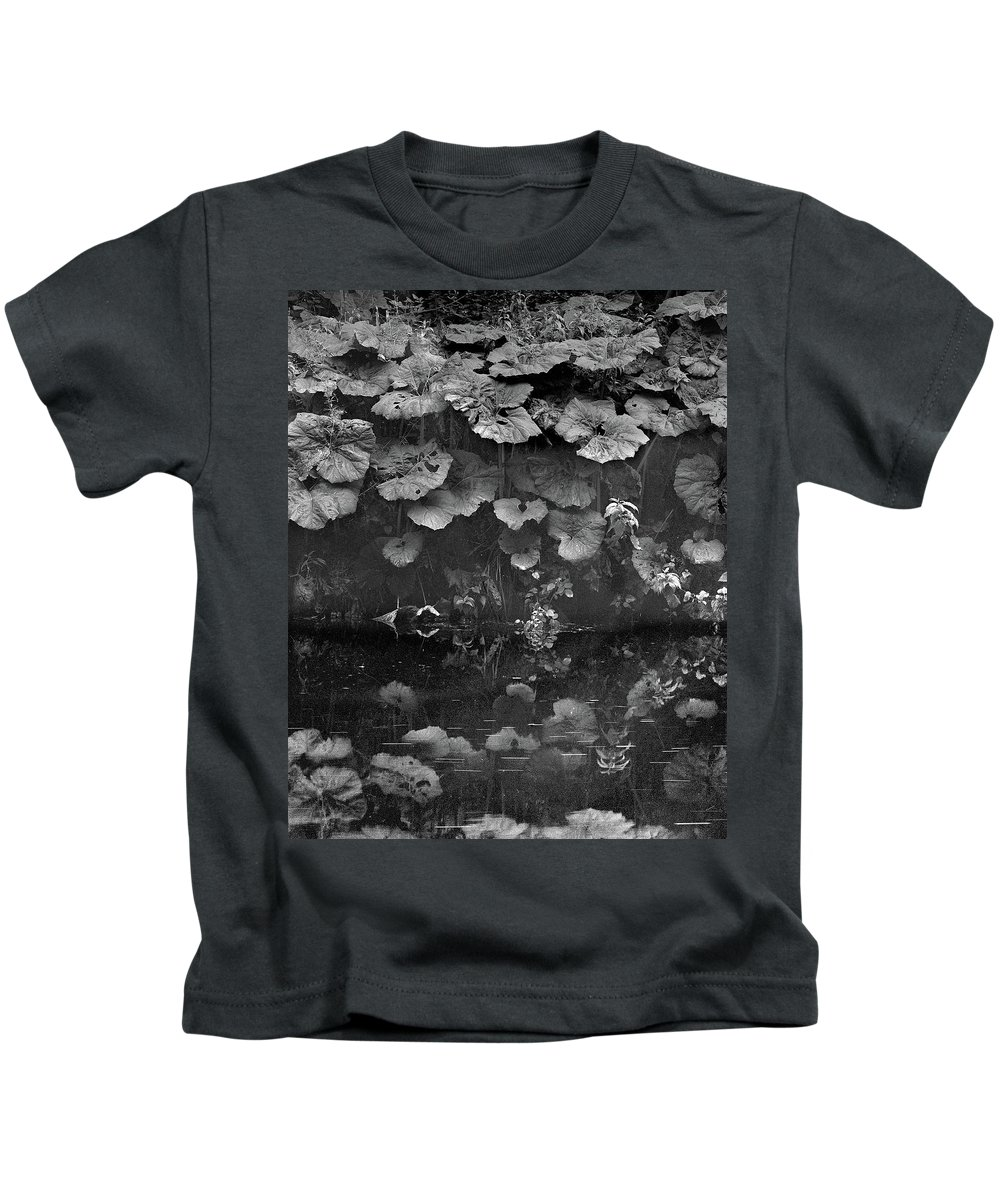 Kids T-Shirt featuring the photograph Dovedale by Iain Duncan