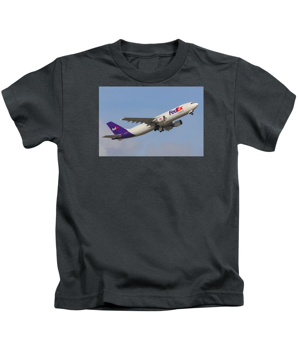 Aviation Kids T-Shirt featuring the photograph Fedex Airplane by Dart and Suze Humeston