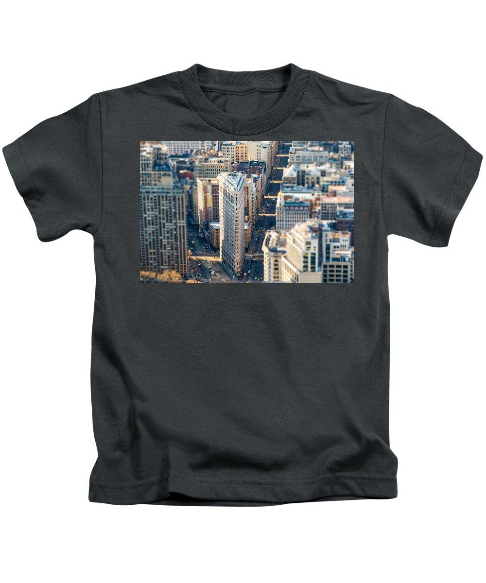 Flatiron Building Kids T-Shirt featuring the photograph Flatiron Building by SR Green