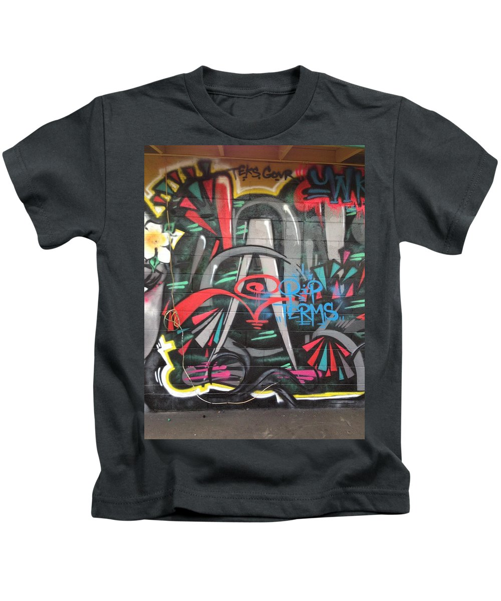 Spraypaint Graffiti Kids T-Shirt featuring the painting Ganda by A