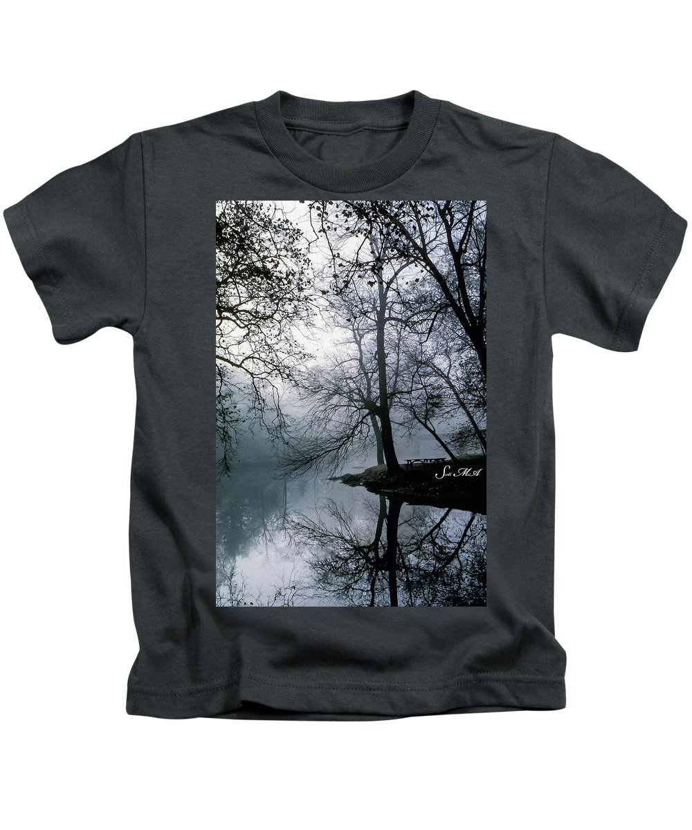 Grings Mill Recreation Area Kids T-Shirt featuring the photograph Grings Mill Fog 1043 by Scott McAllister
