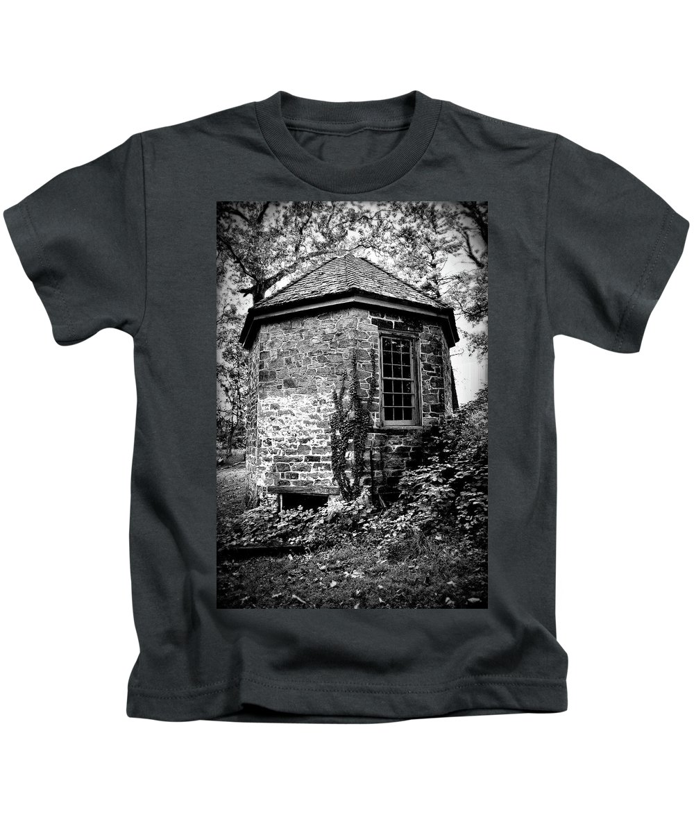 Highland Mansion Kids T-Shirt featuring the photograph Highland Mansion - The Spring House by James DeFazio