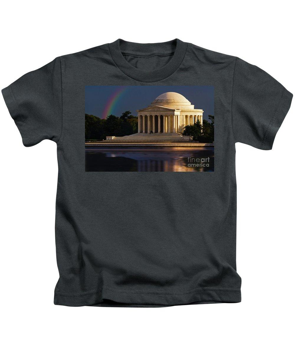 Thomas Jefferson Kids T-Shirt featuring the photograph Jefferson Memorial by Doug Sturgess