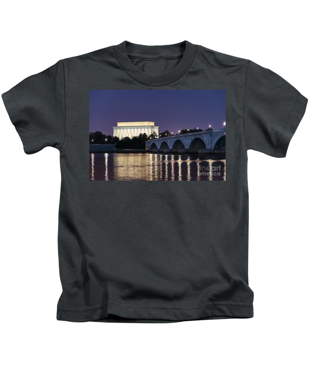 America Kids T-Shirt featuring the photograph Lincoln Memorial by John Greim