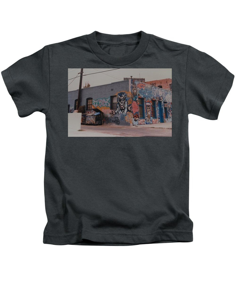 Urban Kids T-Shirt featuring the photograph Los Angeles Urban Art by Rob Hans