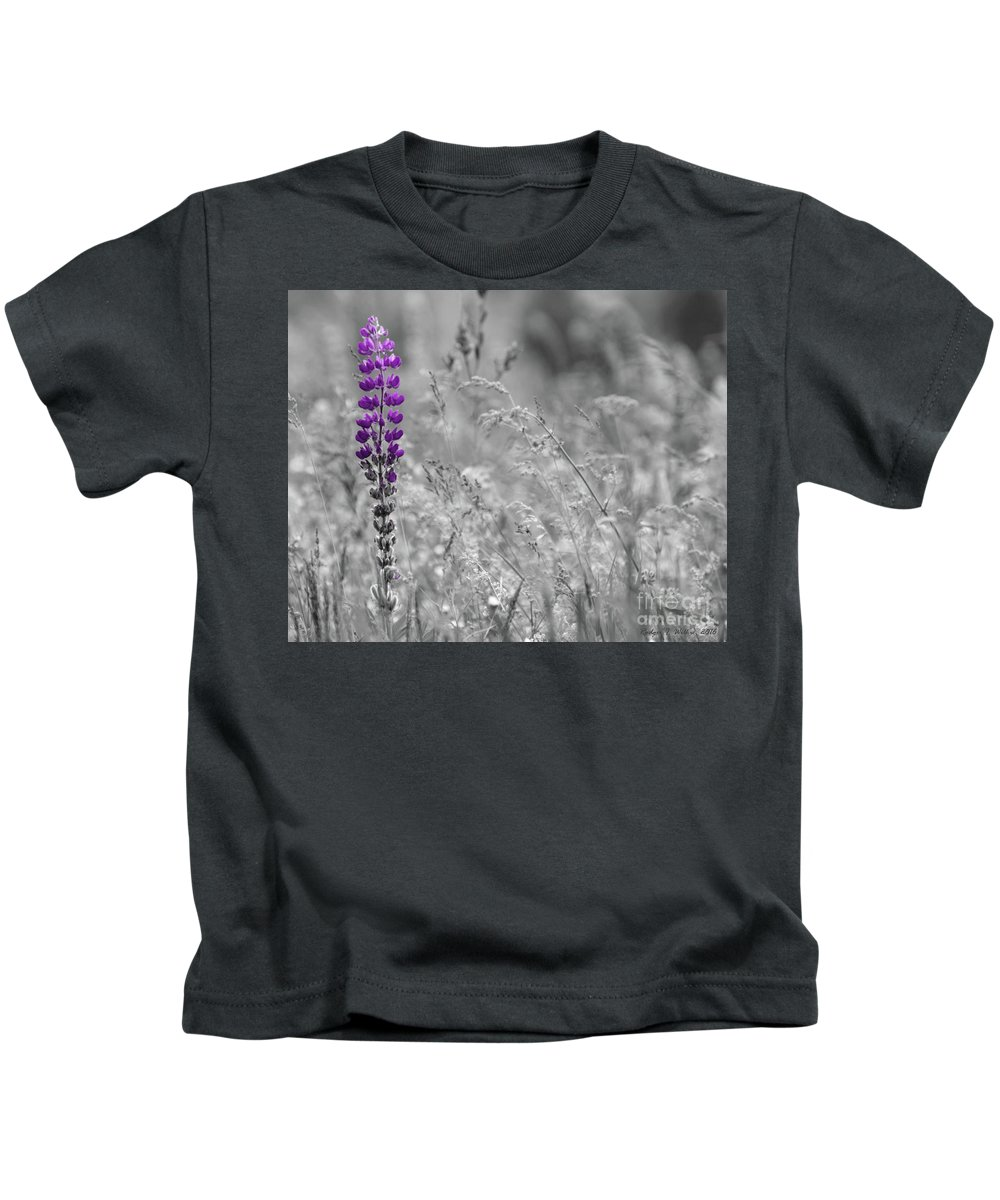 Canada Kids T-Shirt featuring the photograph Lupins 2016 26a by Rodger Wilkie
