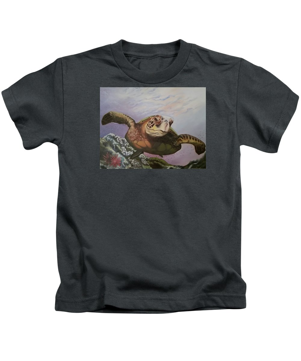 Sea Turtle Kids T-Shirt featuring the photograph Maui Sea Turtle by Lorraine Wilcox