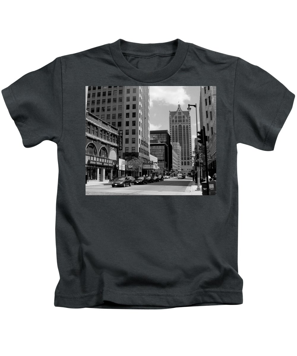 Milwaukee Kids T-Shirt featuring the photograph Milwaukee Street Scene B-w by Anita Burgermeister
