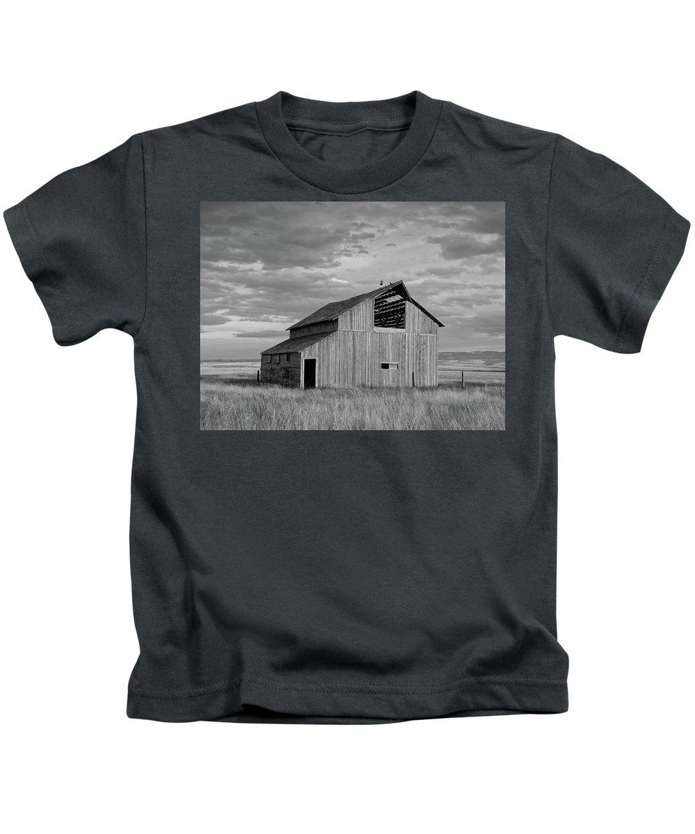 Barn Kids T-Shirt featuring the photograph Montana Barn Memories by Lindy Pollard