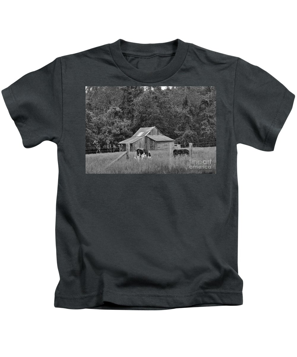 Barn Kids T-Shirt featuring the photograph Old Barn by Todd Hostetter