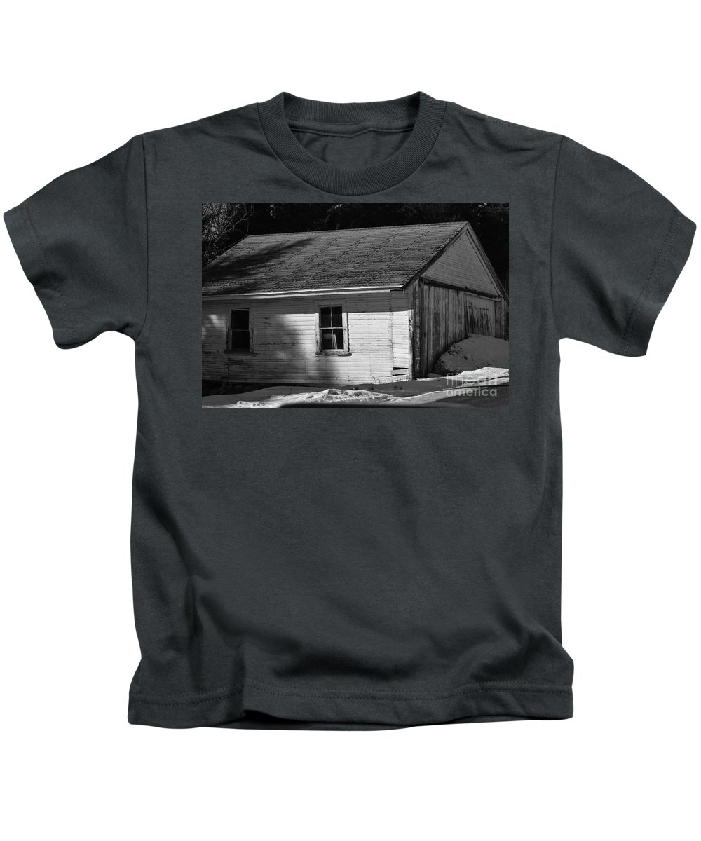 Shed Kids T-Shirt featuring the photograph Old Farm Shed by William Tasker