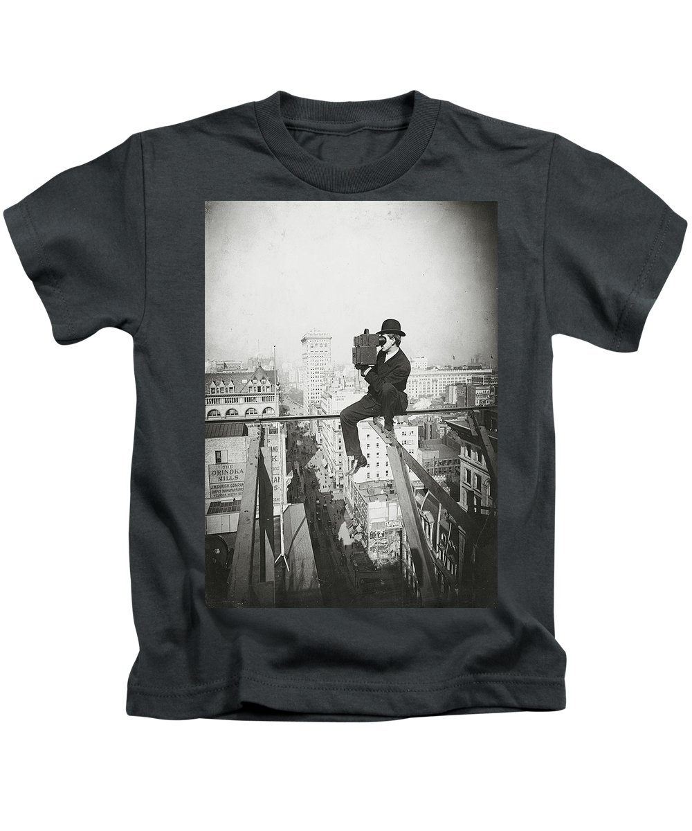 New York City Kids T-Shirt featuring the photograph Photographing Nyc Above 5th Avenue - 1905 by PhotographyAssociates