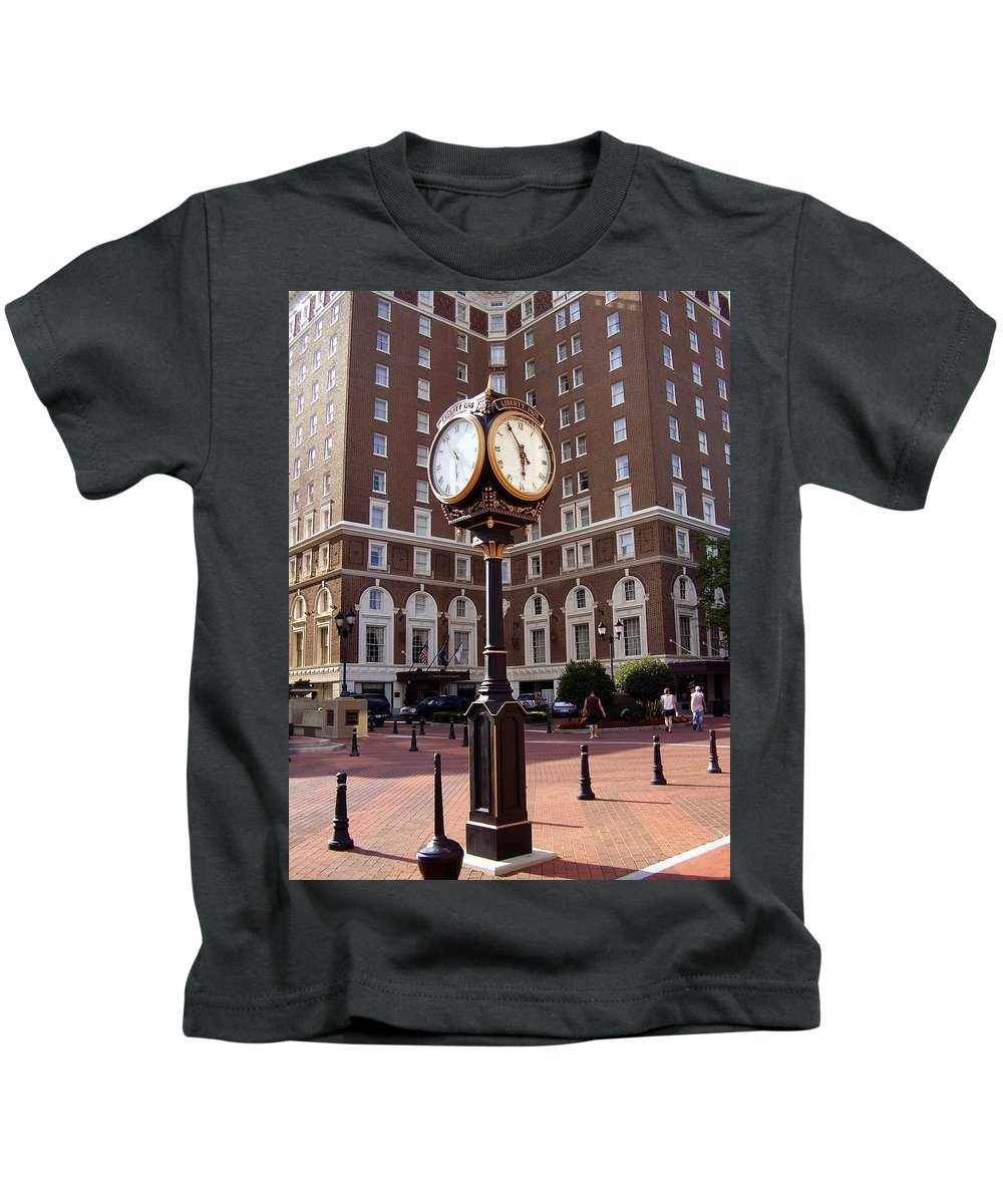 Poinsett Hotel Kids T-Shirt featuring the photograph Poinsett Hotel Greeenville Sc by Flavia Westerwelle
