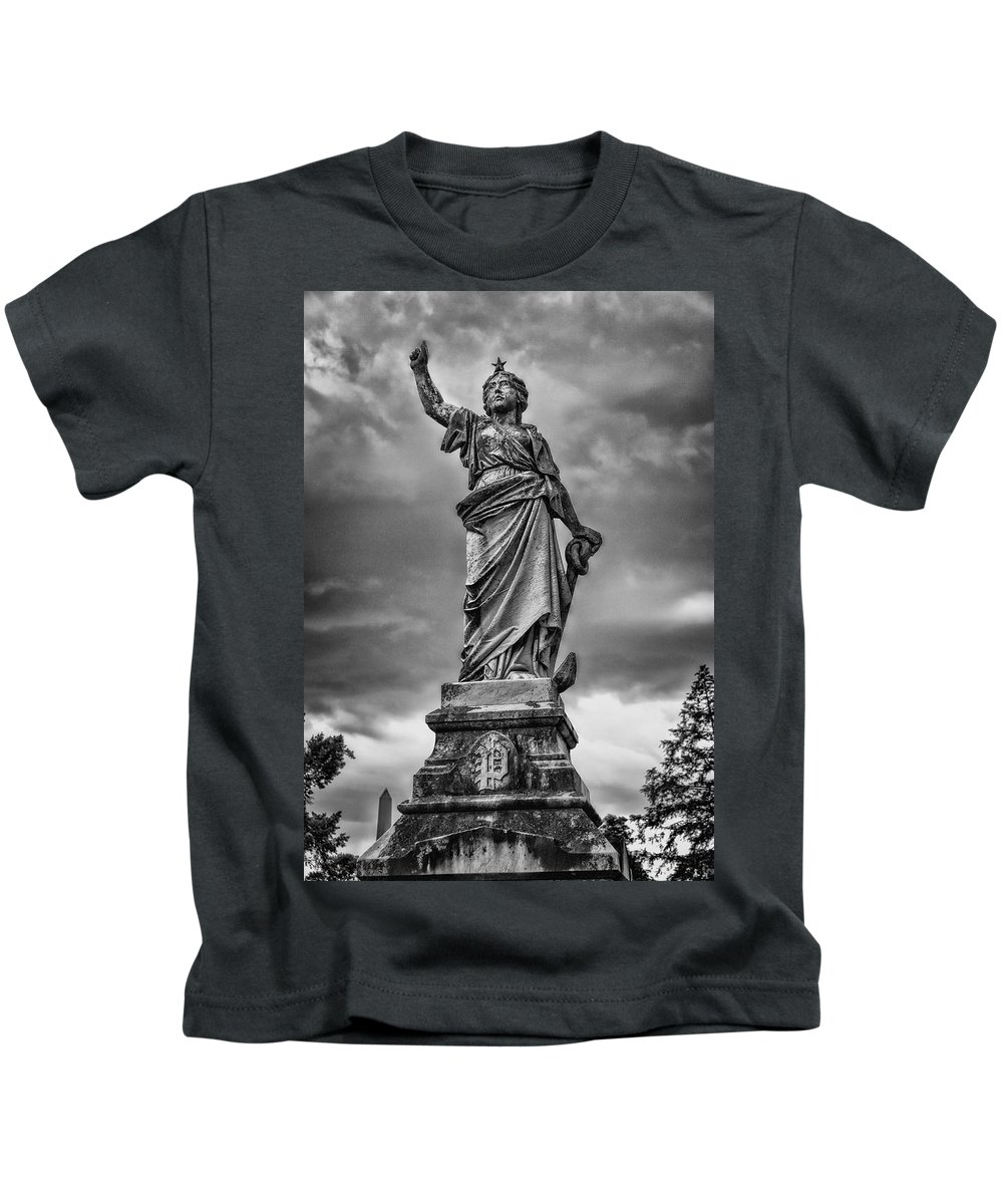Mount Olivet Kids T-Shirt featuring the photograph Porter Monument by Diana Powell
