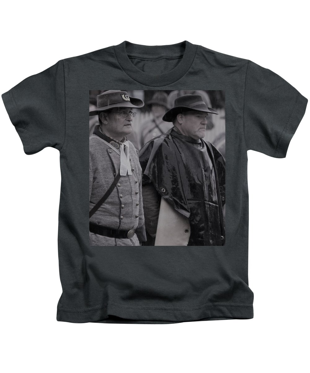 Remembrance Day Kids T-Shirt featuring the photograph Remembrance Day Parade by Susie Gordon