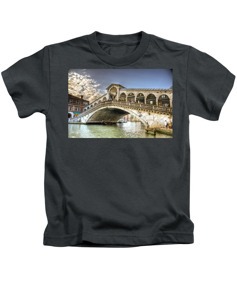 Bridge Kids T-Shirt featuring the photograph Rialto Bridge by Jon Berghoff