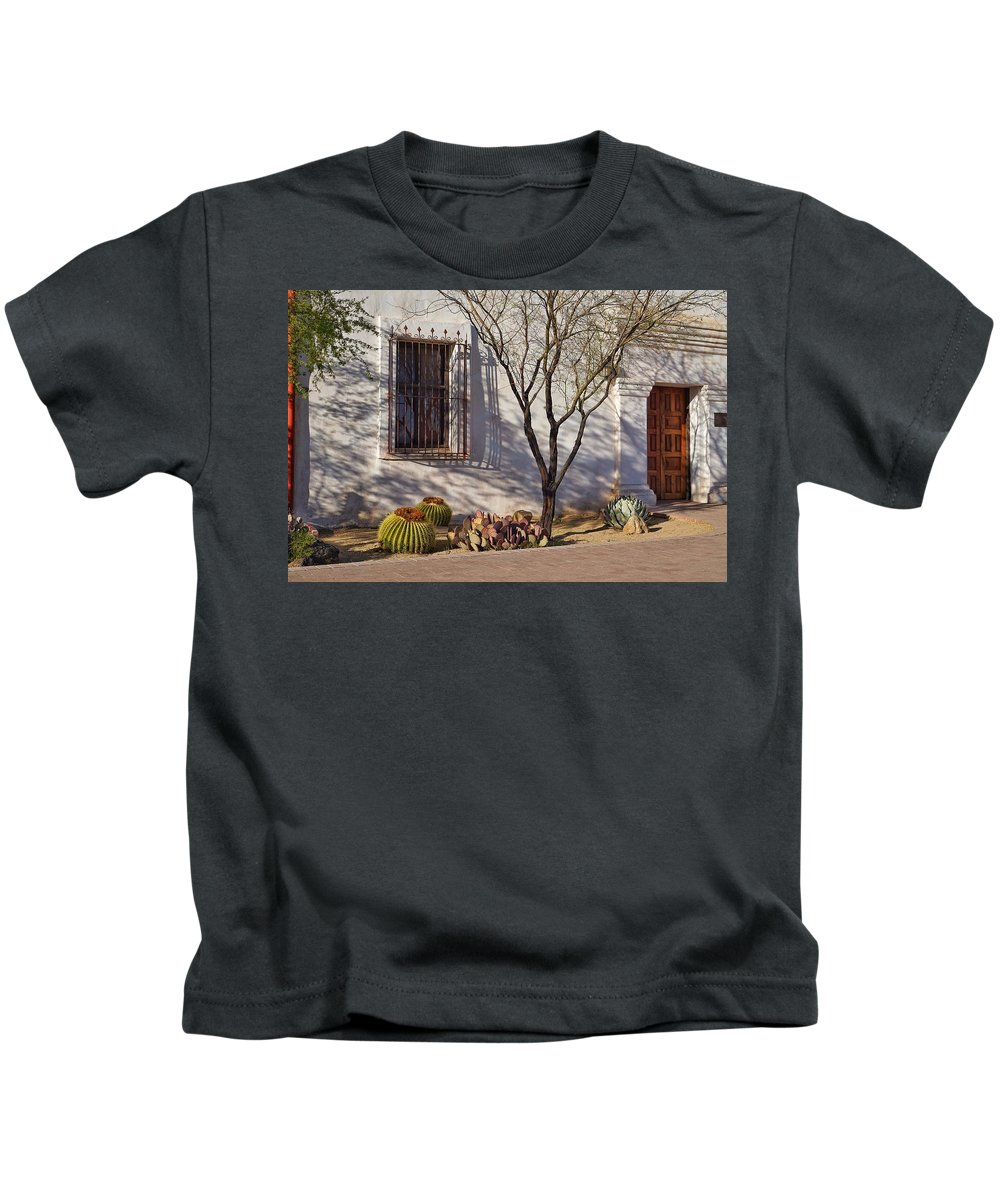 Mission Kids T-Shirt featuring the photograph Side Area, San Xavier Del Bac by Eduardo Palazuelos Romo