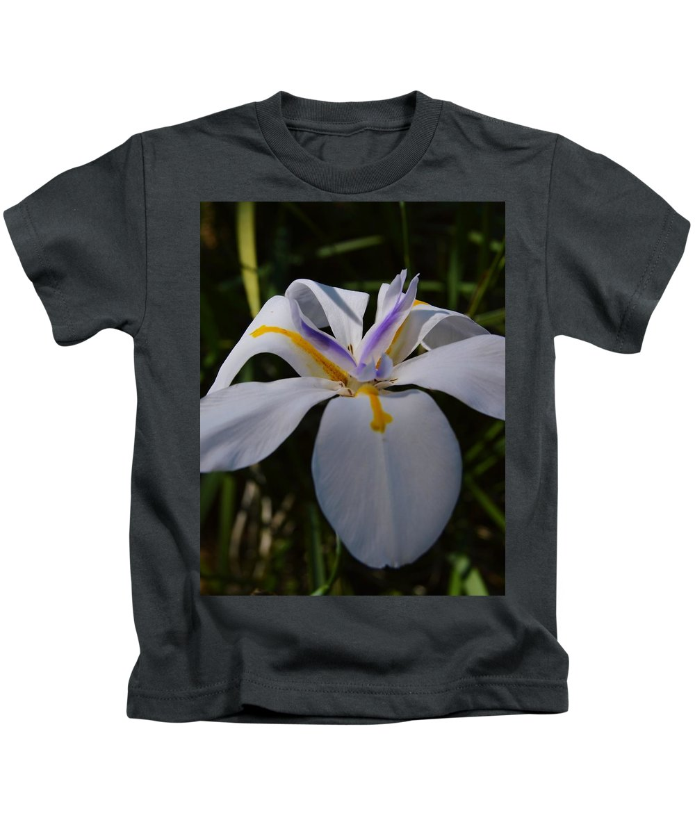 Single Bloom Kids T-Shirt featuring the photograph Single Bloom by Warren Thompson