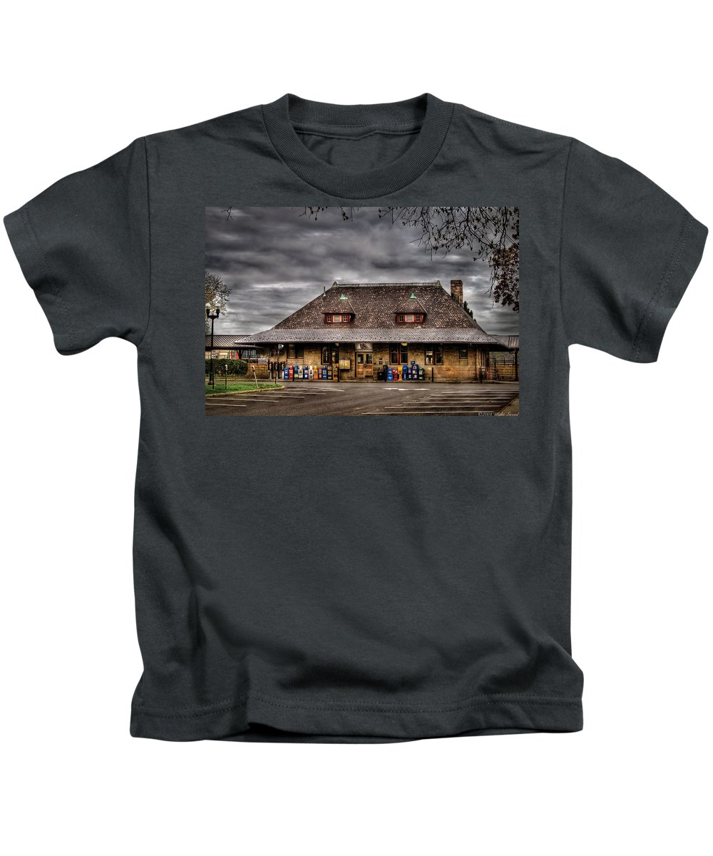 Savad Kids T-Shirt featuring the photograph Station - Westfield Nj - The Train Station by Mike Savad