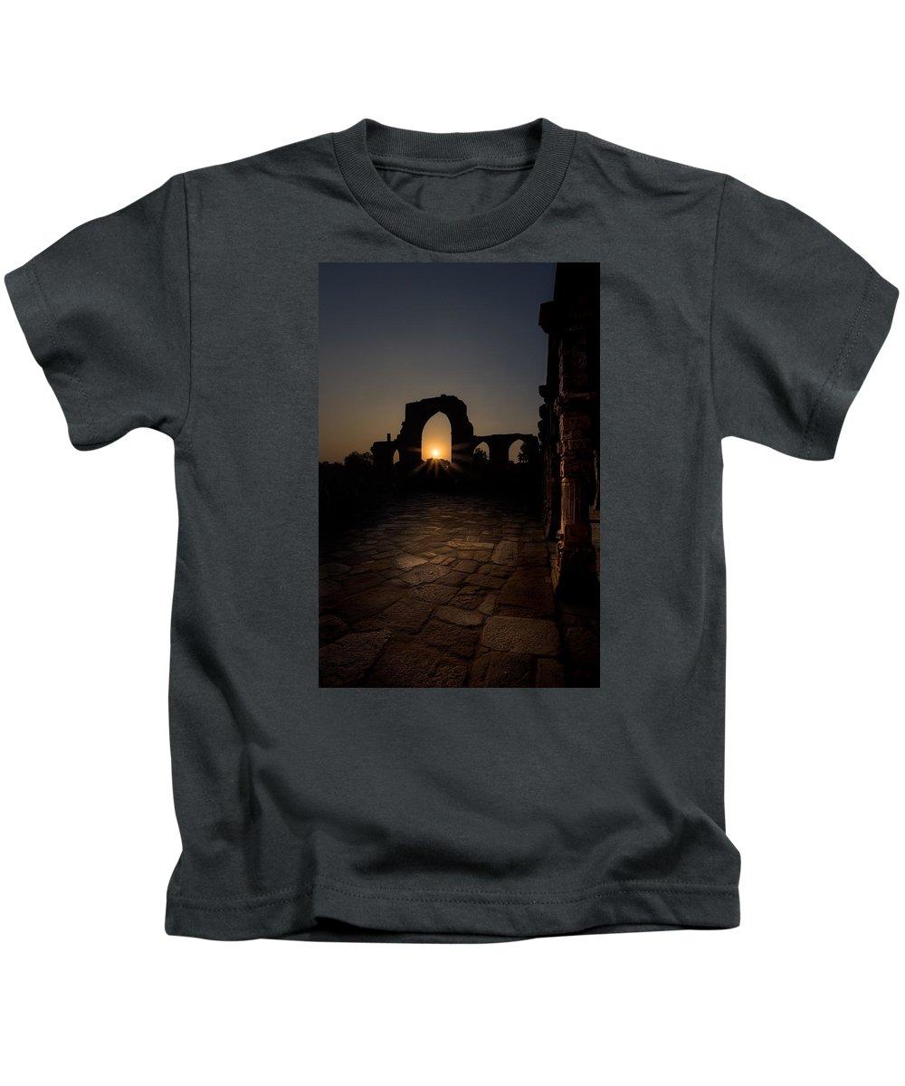 Qutab Minar Kids T-Shirt featuring the photograph Sunset At Qutab Minar by V Naveen Kumar