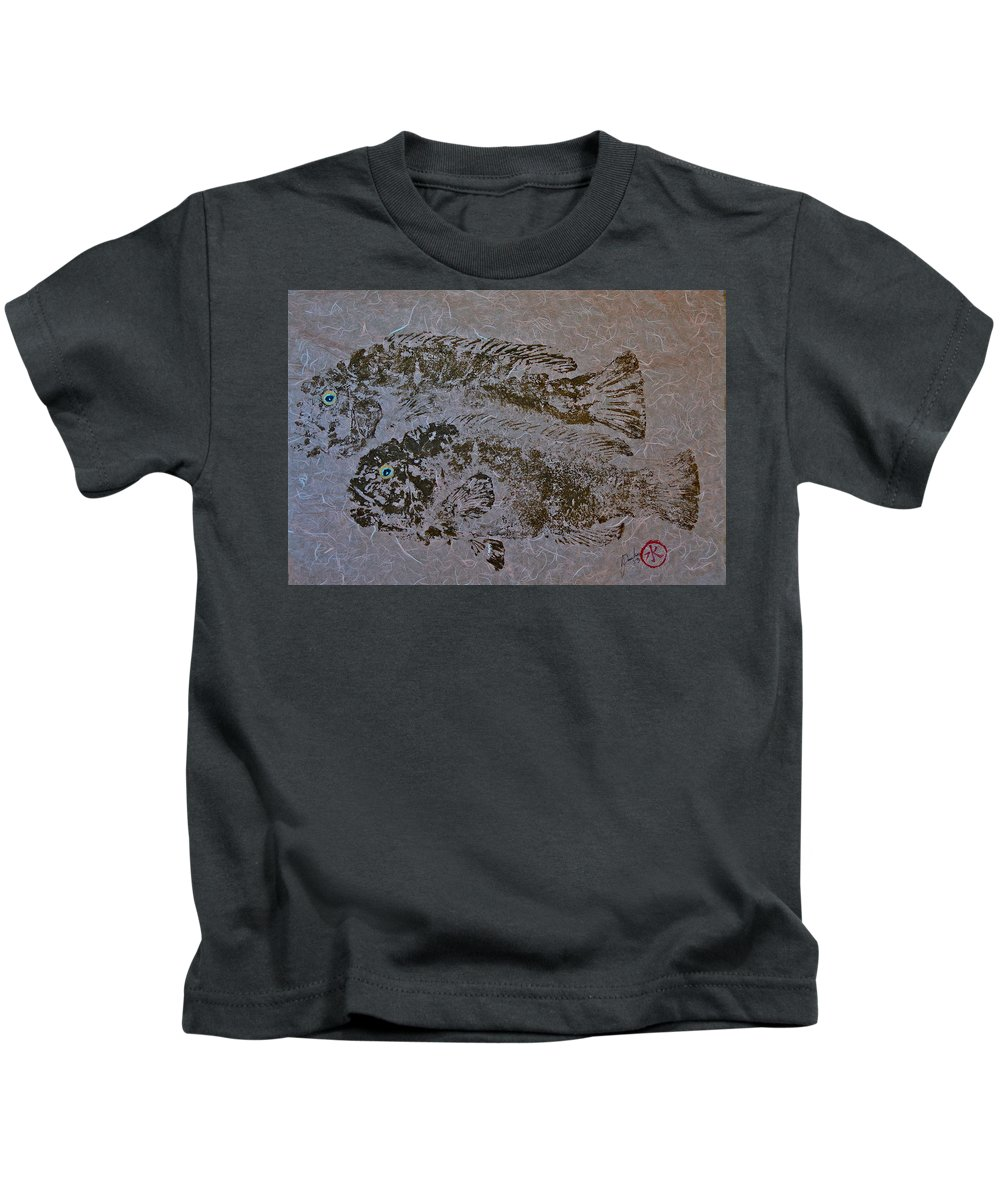 Tautog Kids T-Shirt featuring the mixed media Tautog With Shadow by Jeffrey Canha