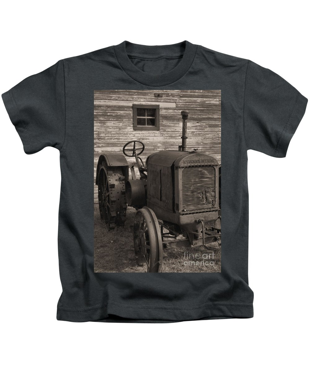 Abandoned Kids T-Shirt featuring the photograph The Old Mule by Richard Rizzo
