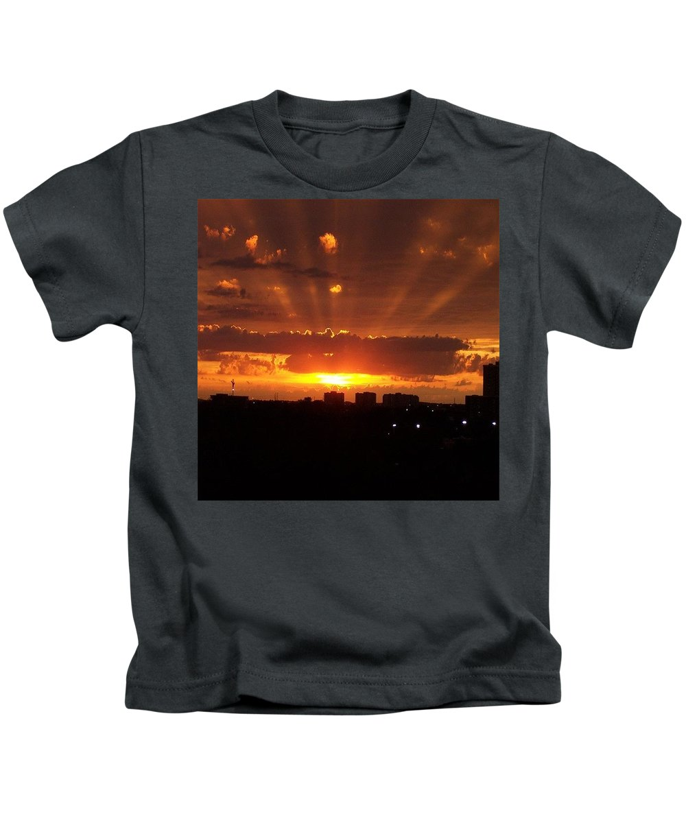 Toronto Kids T-Shirt featuring the photograph Toronto - Just One Breathtaking Sunset by Serge Averbukh