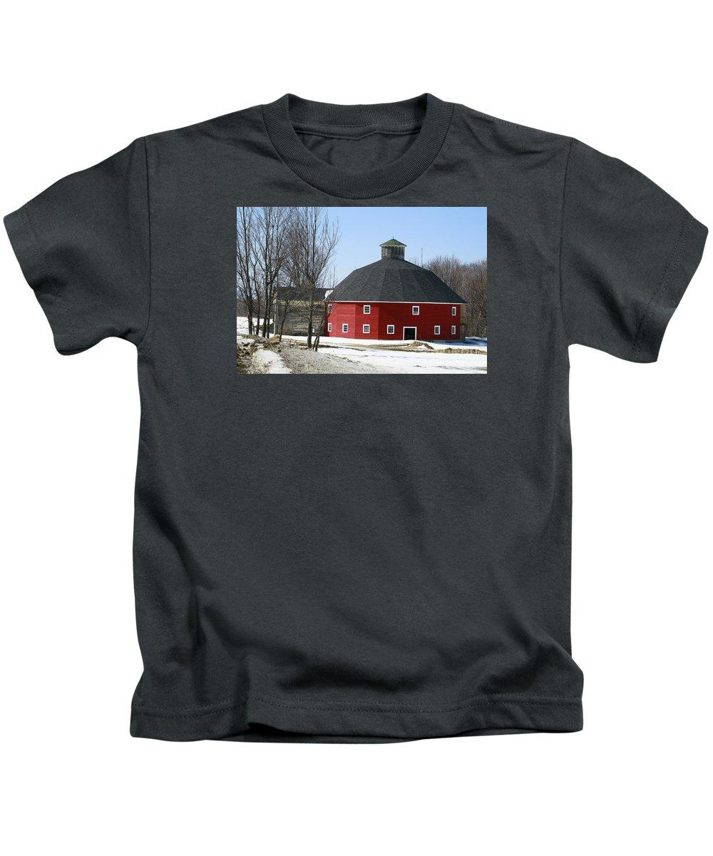 Barn Kids T-Shirt featuring the photograph Welch Round Barn by Deborah Benoit