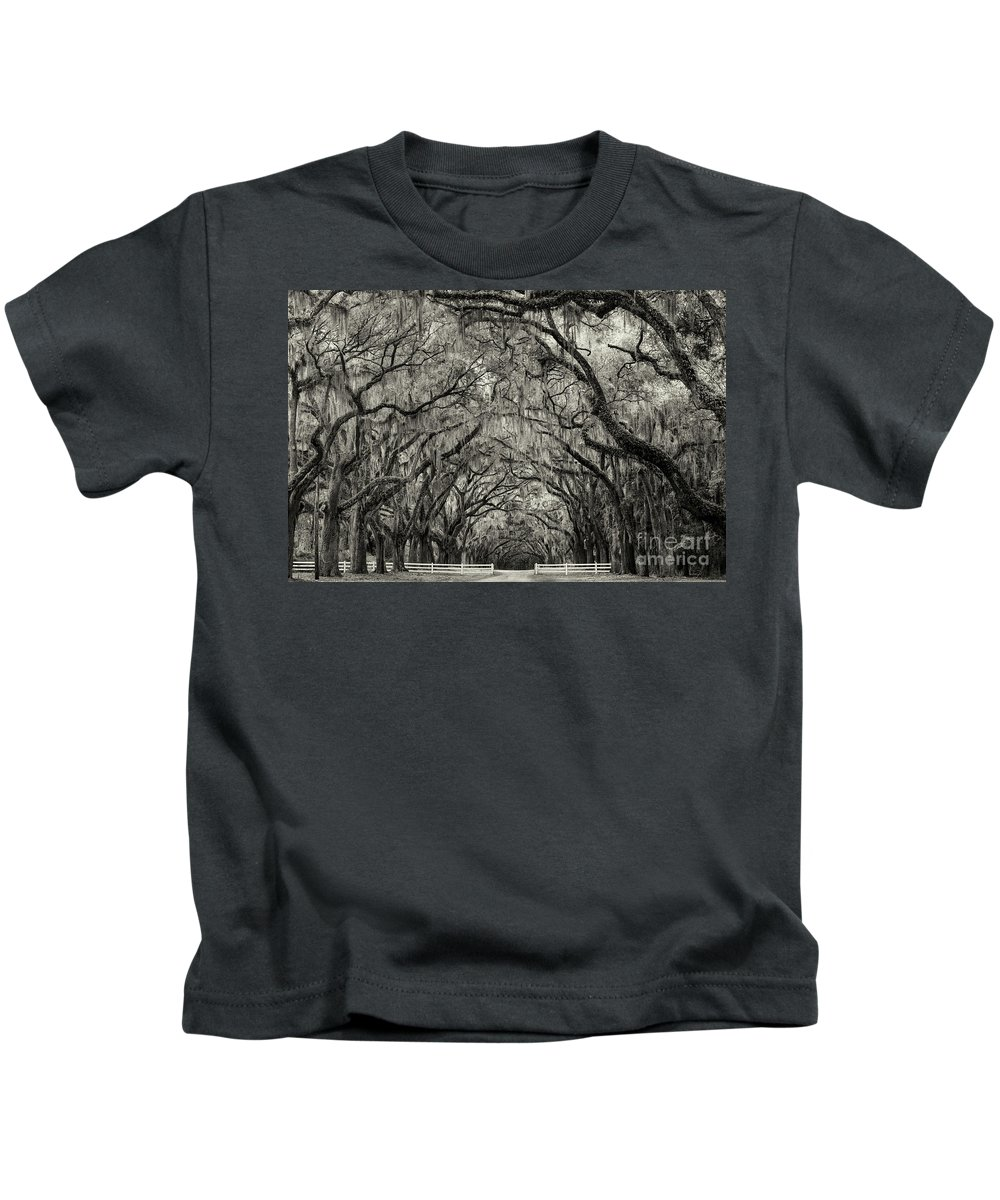 Plantation Kids T-Shirt featuring the photograph Wormesloe Historic Site by Linda D Lester
